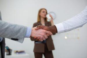 מנהלים משא ומתן על תהליך גירושין